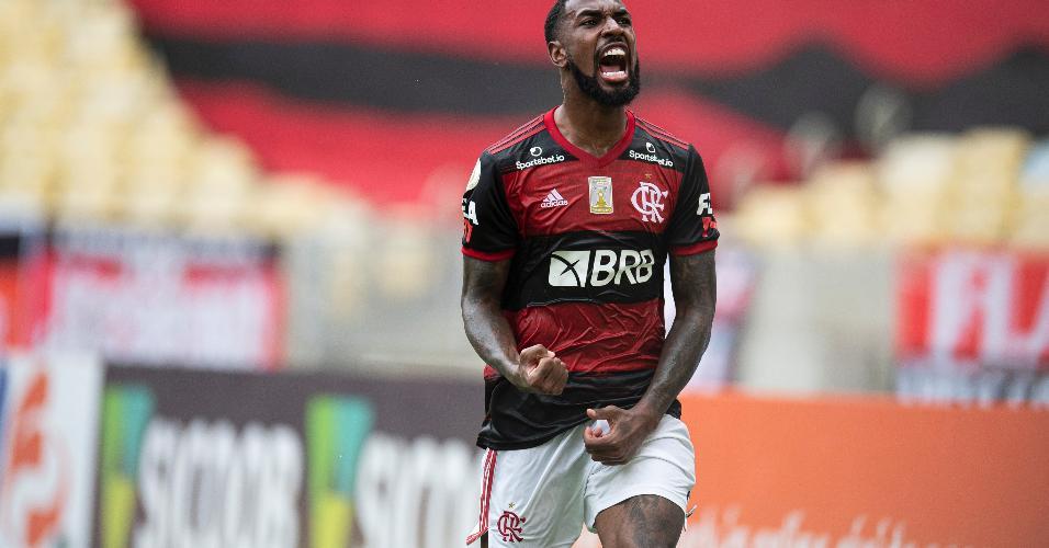 Gerson comemora gol pelo Flamengo contra o Santos no Brasileirão 2020