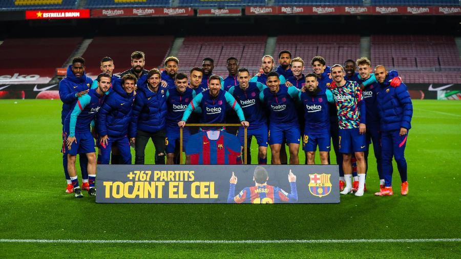 Messi recebe homenagem do Barcelona por recorde de jogos pelo clube - Divulgação/Barcelona/Twitter