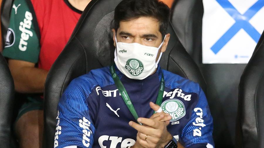 Abel Ferreira, técnico do Palmeiras, durante partida contra o Universitario, do Peru, pela Libertadores - Raul Sifuentes/Getty Images