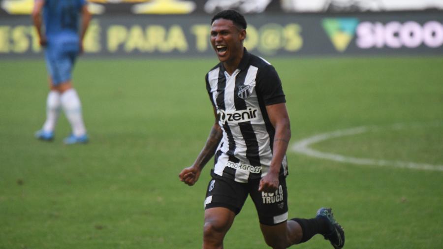 Rick Jonathan comemora após marcar pelo Ceará diante do Grêmio na primeira rodada do Brasileirão - Kely Pereira/AGIF