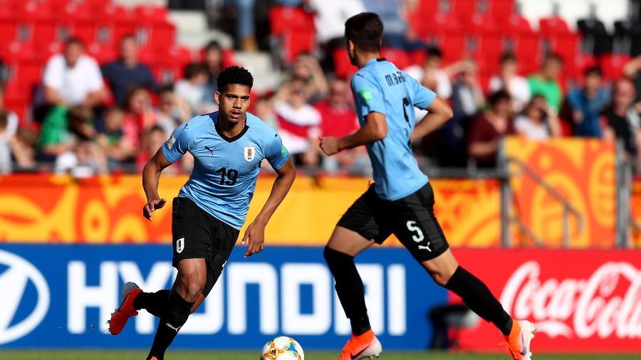 Ronald Araujo defendendo a seleção uruguaia - Lars Baron - FIFA/FIFA via Getty Images