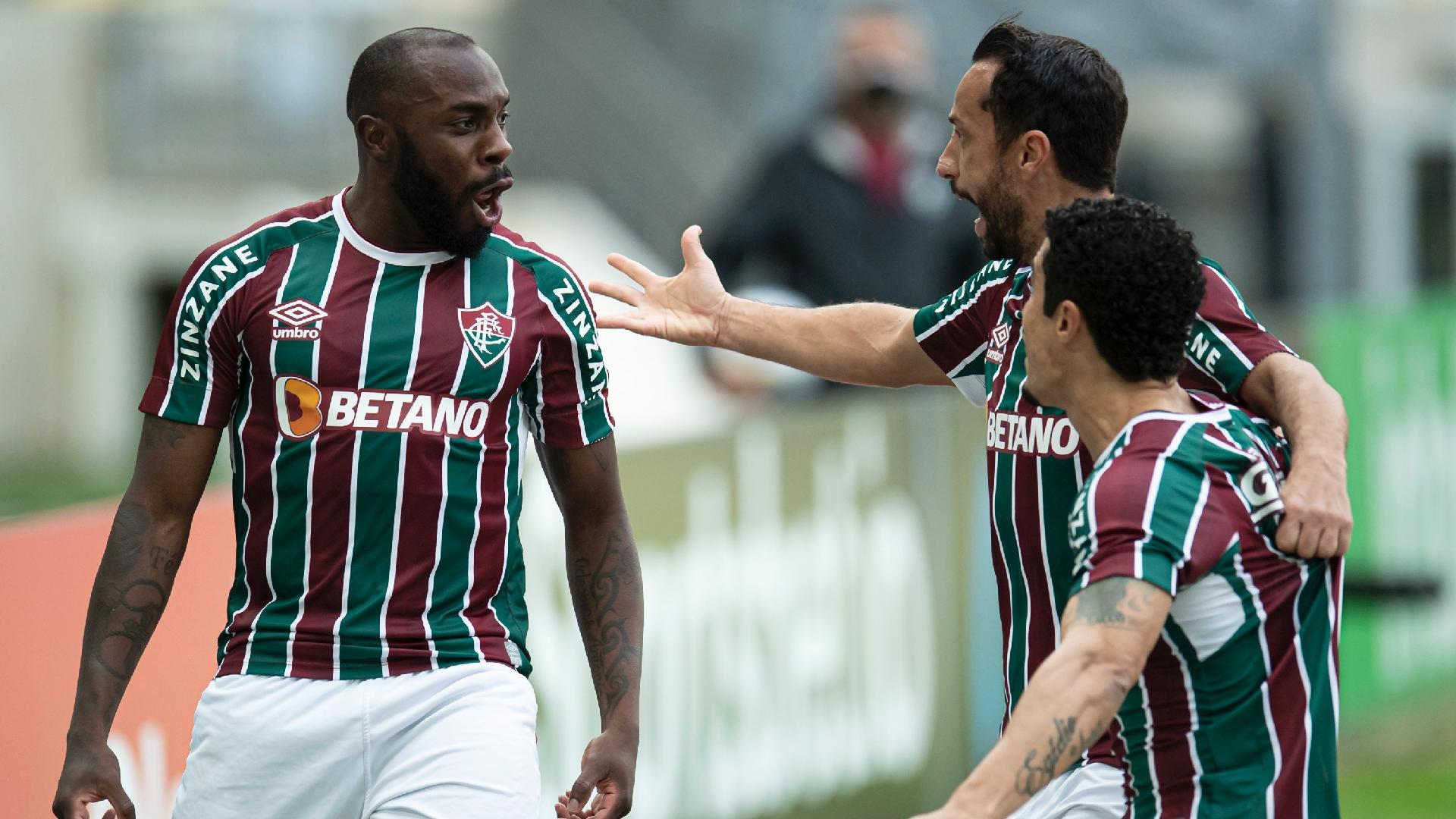 Jogadores do Fluminense comemoram gol de Manoel contra o Criciúma, pelas oitavas da Copa do Brasil