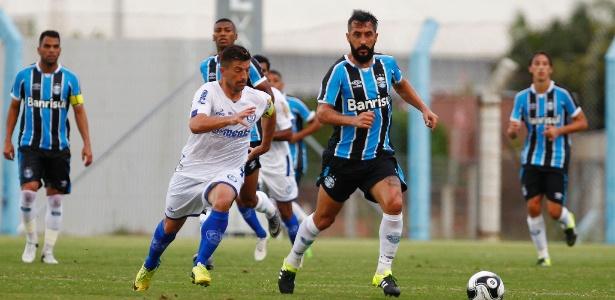 Douglas deve peder posto de titular para reforos do Grêmio