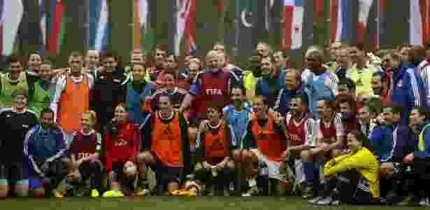Gianni Infantino com ex-jogadores - Arnd Wiegmann/Reuters - Arnd Wiegmann/Reuters