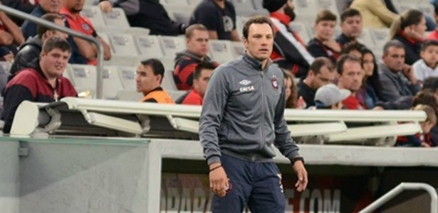 O auxiliar técnico Bruno Pivetti elogiou a atuação do Furacão na goleada deste sábado
