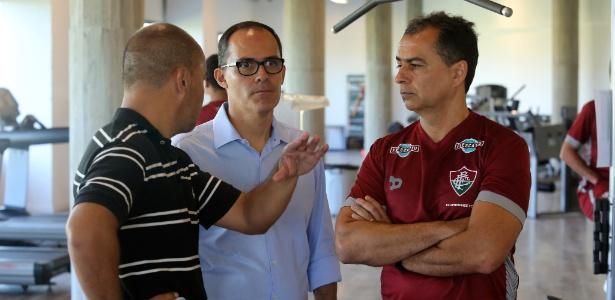 Fernando Veiga (de camisa grená) relatou momento complicado do Fluminense