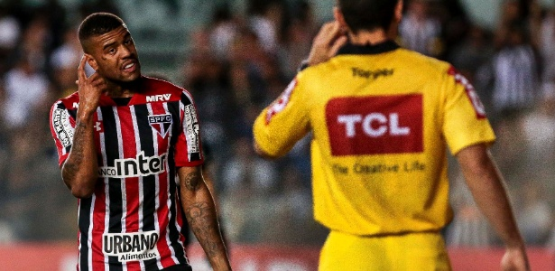 Júnior Tavares, em ação pelo São Paulo