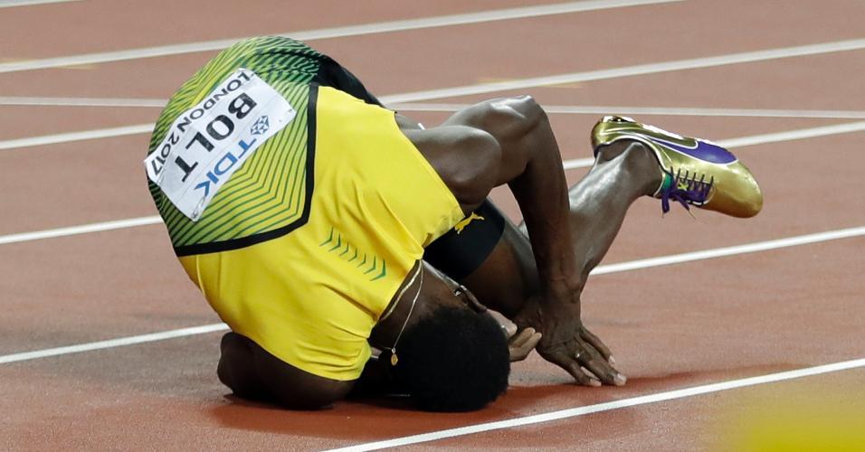 Bolt cai na pista durante a final do revezamento 4x100, do Mundial de Londres