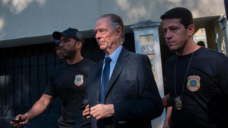 Carlos Arthur Nuzman chega à Polícia Federal após ser preso no Rio de Janeiro - Mauro Pimentel/AFP