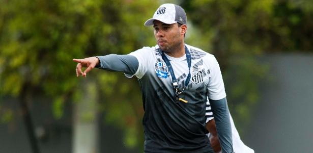 Técnico Jair Ventura, ex-Botafogo, faz a sua estreia no comando do Santos em Lins