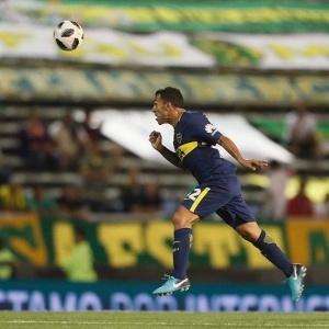 Carlos Tévez em ação contra o Aldovisi em sua reestreia pelo Boca
