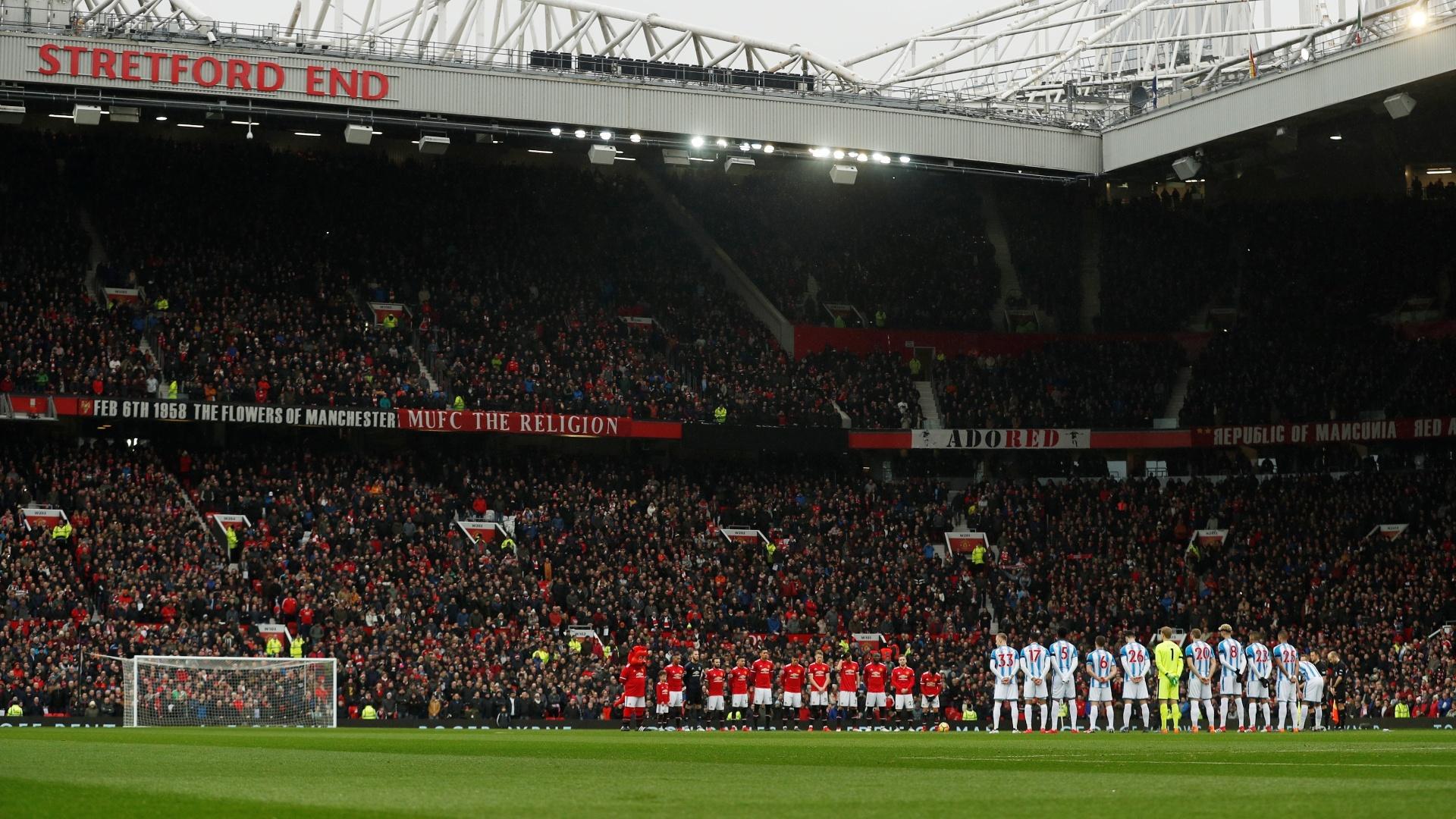 1 minuto de silêncio no Old Trafford para relembrar os 60 anos da tragédia área que vitimou 8 jogadores do United