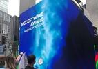 Brasileiro tem maior onda já surfada exibida em telão na Times Square - Reprodução/facebook.com/rodrigokoxa