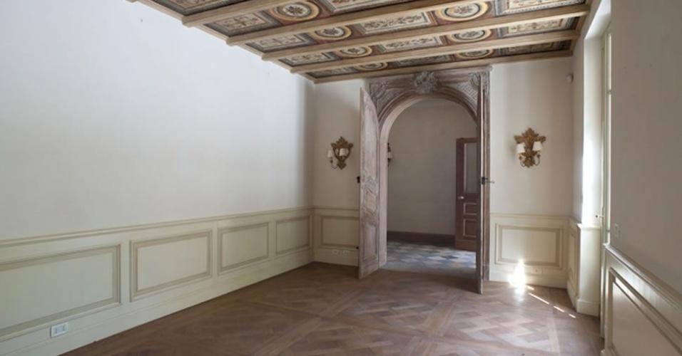 O local tem oito quartos divididos em três andares