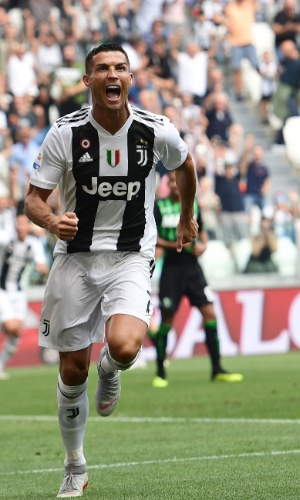 Cristiano Ronaldo comemora depois de fazer o primeiro gol pela Juve