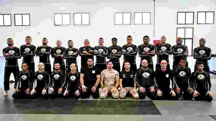 Instrutores de jiu-jítsu que trabalham com as Forças Armadas do Qatar para a Copa de 2022 - @qatarselfdefense  - @qatarselfdefense