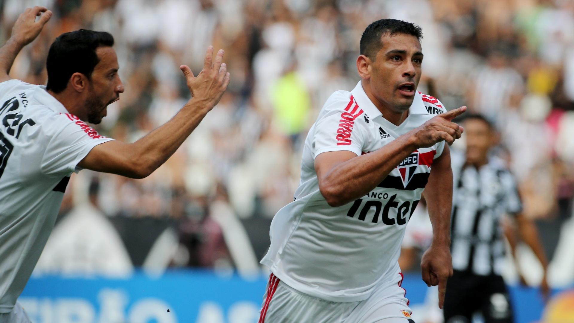 Diego Souza comemora gol do São Paulo diante do Botafogo