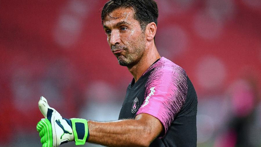 Gianluigi Buffon assinou com o PSG por um ano e recebeu 8 milhões de euros pelo vínculo  - Thananuwat Srirasant/Getty Images