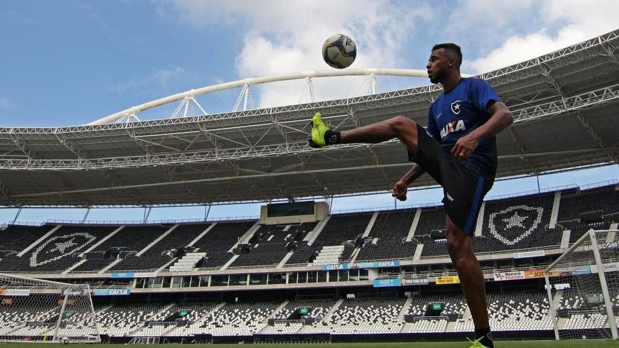 Alex Santana marcou um golaço e ganhou apelido de Yaya Santana de Erik - Vitor Silva/SSPress/Botafogo