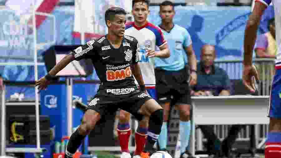 Pedrinho encara a marcação do Bahia durante a estreia do Corinthians no Brasileirão 2019 - Rodrigo Gazzanel/Ag. Corinthians