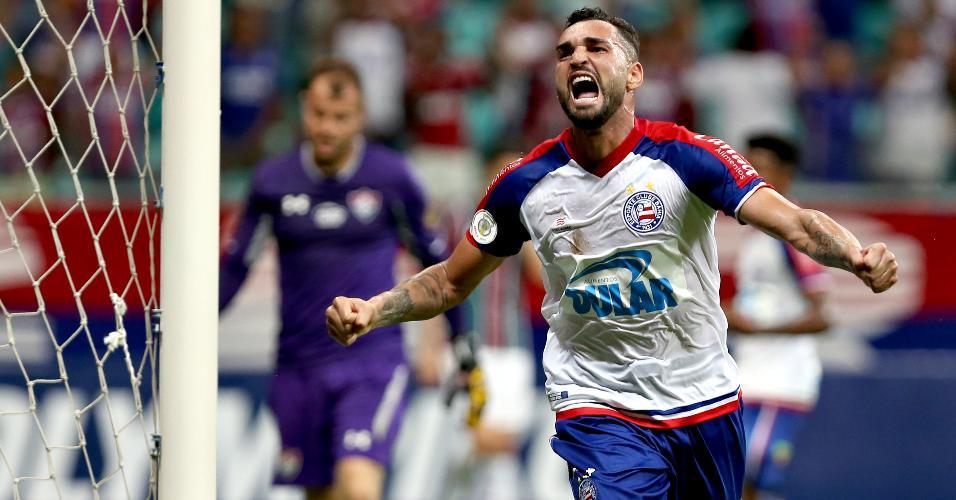 Gilberto comemora gol do Bahia contra o Fluminense