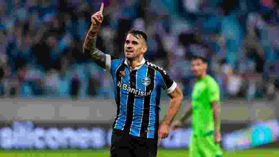 Centroavante Felipe Vizeu não teve tempo de parada divulgado pelo Grêmio  - Jeferson Guareze/AGIF