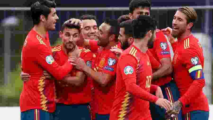 Espanha comemora gol contra as Ilhas Faroe nas Eliminatórias da Euro - SERGIO PEREZ/REUTERS