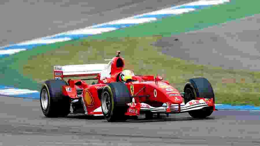 Mick Schumacher ainda tentou continuar na prova após o acidente, mas não conseguiu - Ralph Orlowski/Reuters
