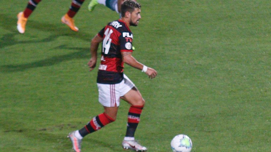 Arrascaeta do Flamengo contra o Coritiba - abriel Machado/AGIF