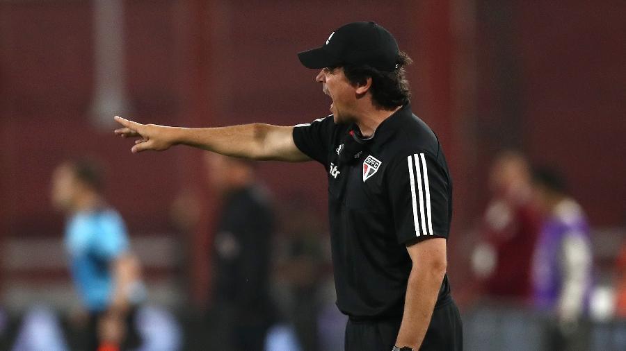 Fernando Diniz comanda o São Paulo durante jogo contra o River Plate na Libertadores 2020 - Agustin Marcarian - Pool/Getty Images