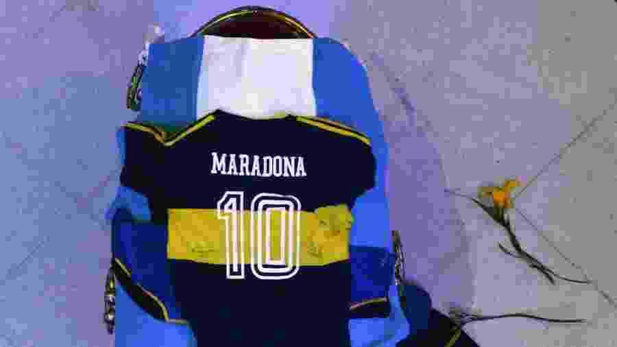 Caixão de Diego Maradona tem bandeira da Argentina e camisas da seleção argentina e do Boca Juniors - Handout / Argentinian Presidency / AFP