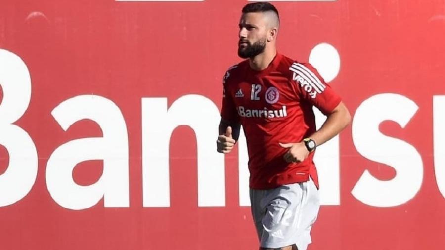 Boschilia corre no campo do CT Parque Gigante em recuperação de lesão pelo Inter - Ricardo Duarte/Inter