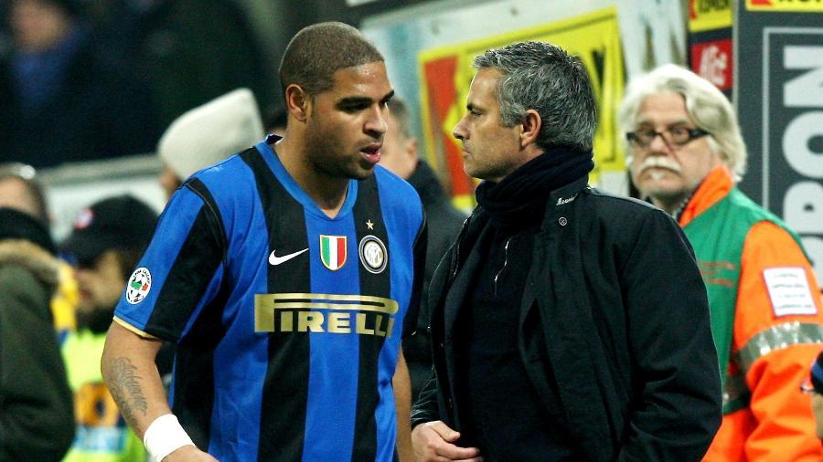 Adriano Imperador e José Mourinho durante jogo da Inter de Milão em 2009 - Vittorio Zunino Celotto/Getty Images