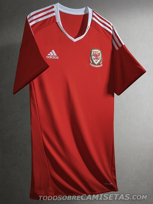 GRUPO B: País de Gales (camisa titular, adidas)