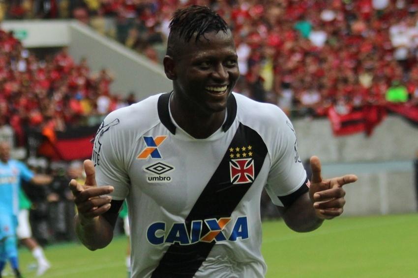 Riascos comemora o segundo gol do Vasco contra o Flamengo marcado por Wallace, contra