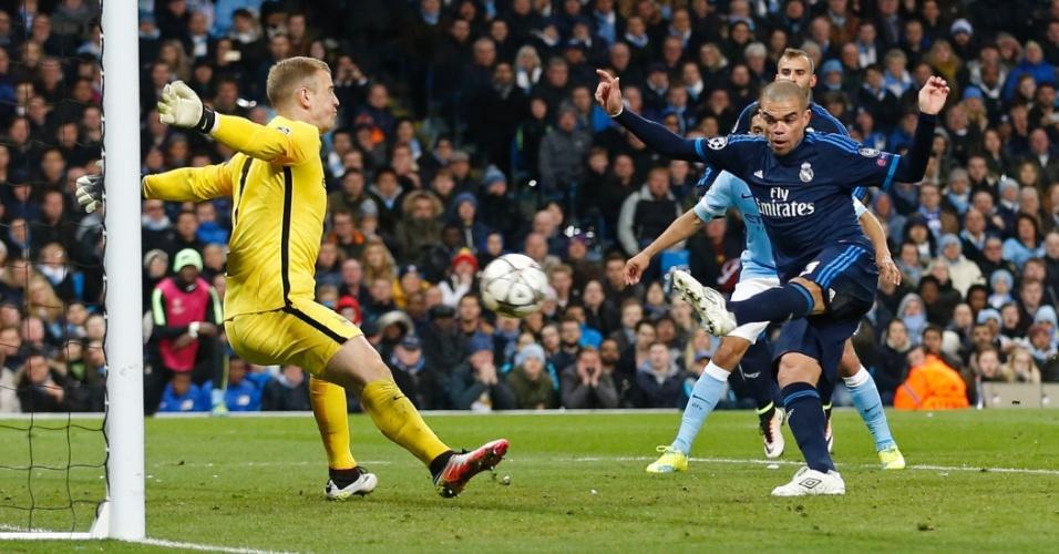 Joe Hart faz brilhante defesa em finalização de Pepe e impede o que poderia ter sido o gol da vitória do Real Madrid sobre o Manchester City
