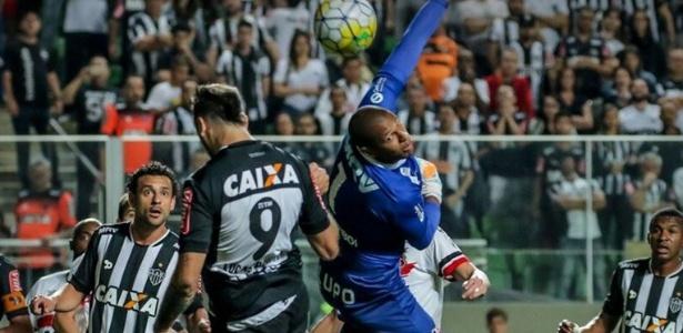 Tiago Cardoso defendia o Santa Cruz desde o início de 2011