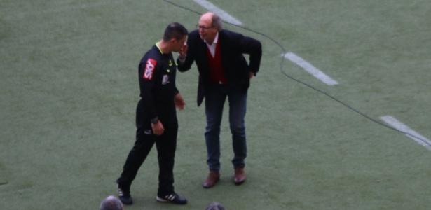 Falcão briga com bandeirinha e é expulso em jogo do Inter