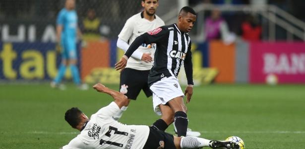 Oswaldo garantiu que condenação não irá tirar Robinho do jogo contra o Corinthians