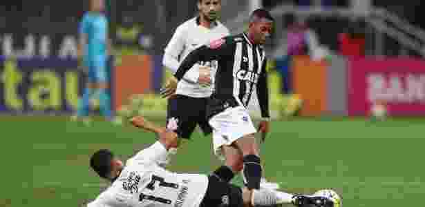 Oswaldo garantiu que condenação não irá tirar Robinho do jogo contra o Corinthians - Rubens Cavallari/Folhapress