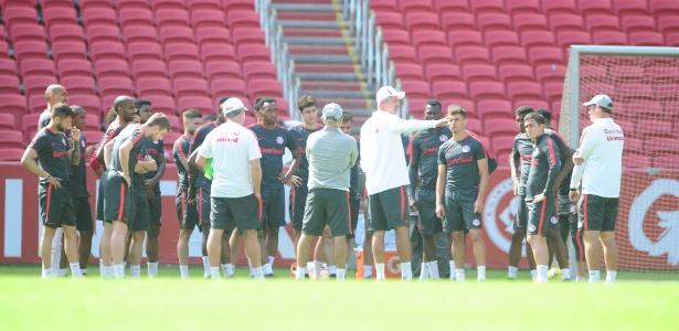 Lisca terá mais tempo para passar suas ideias aos jogadores do Inter por adiamento