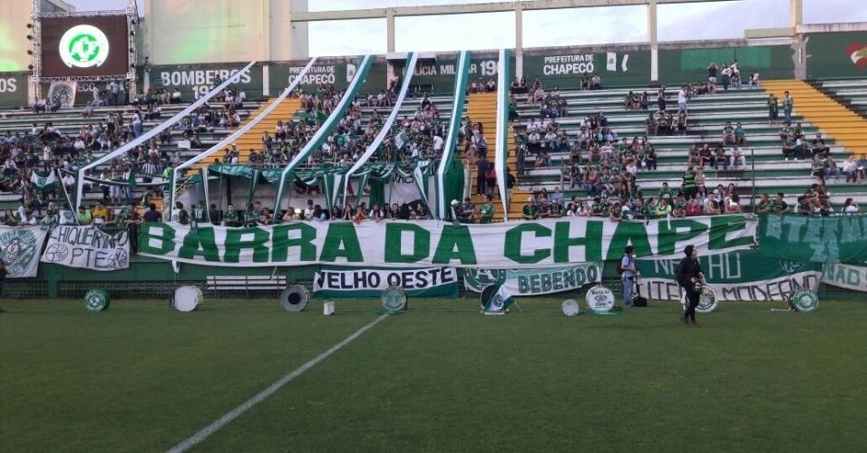 Arena Condá recebe homenagem a jogadores e funcionários da Chapecoense mortos em desastre aéreo na Colômbia