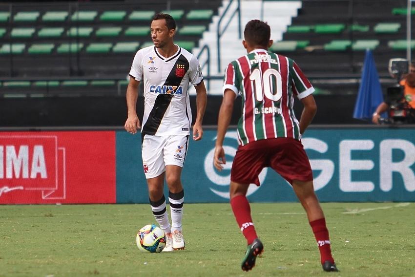 Nenê em ação no duelo contra o Fluminense