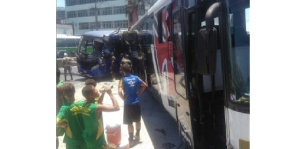 Ônibus sub-15 do Vasco sofreu acidente sem feridos na Avenida Brasil - Reprodução/Twitter