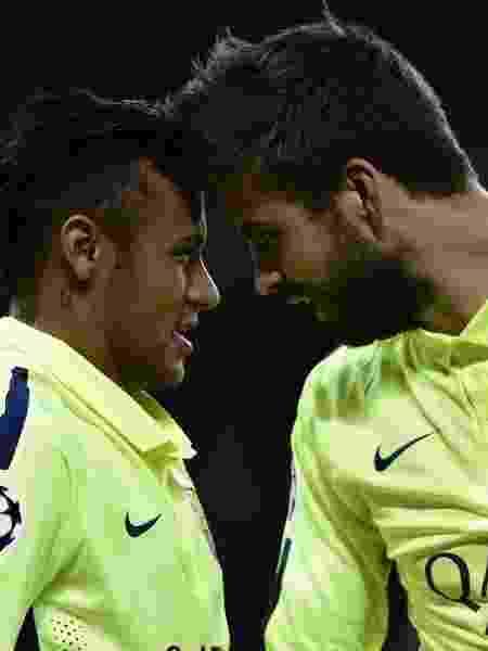 Neymar e Piqué comemoram - AFP PHOTO / FRANCK FIFE