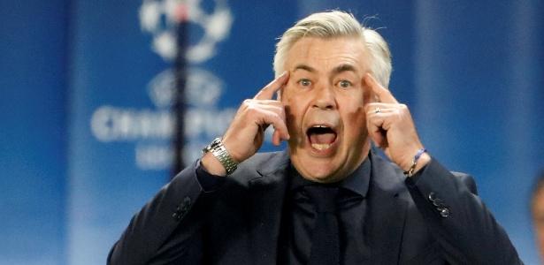 Ancelotti em ação durante jogo do Bayern contra o PSG