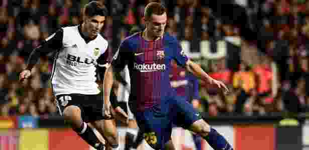 O zagueiro Vermaelen, do Barcelona, em ação contra o Valencia - Jose Jordan/AFP Photo - Jose Jordan/AFP Photo
