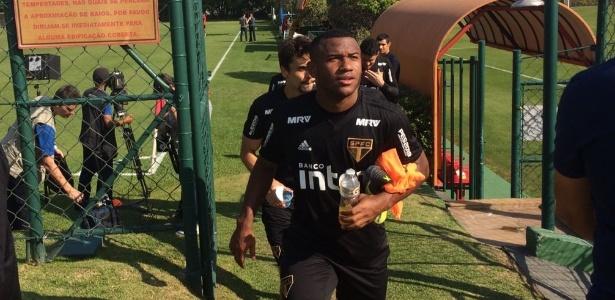 Luan na saída do treino do São Paulo nesta quinta-feira, no CT da Barra Funda - José Eduardo Martins/UOL
