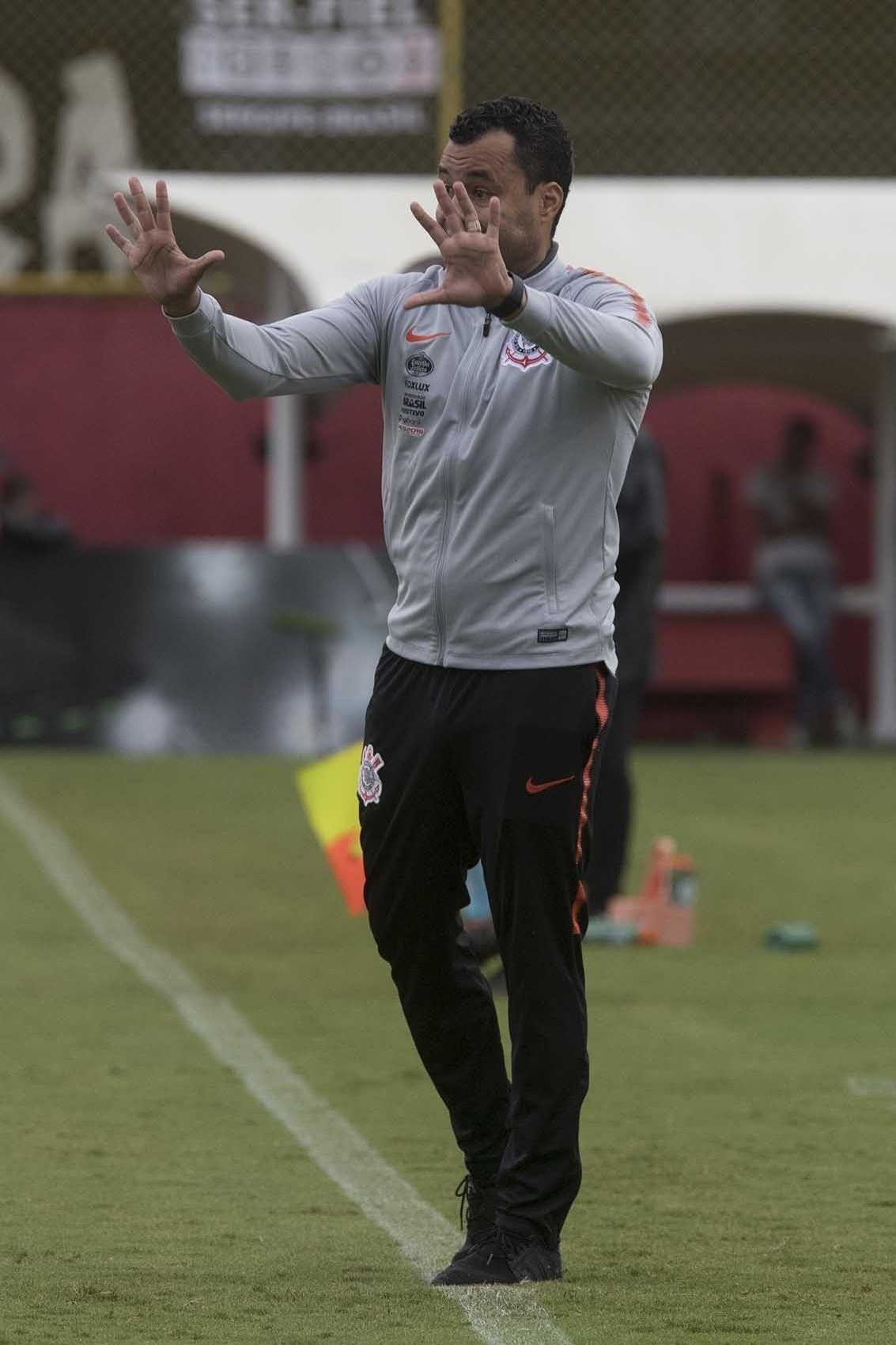 Jair Ventura orienta time do Corinthians no empate com o Vitória