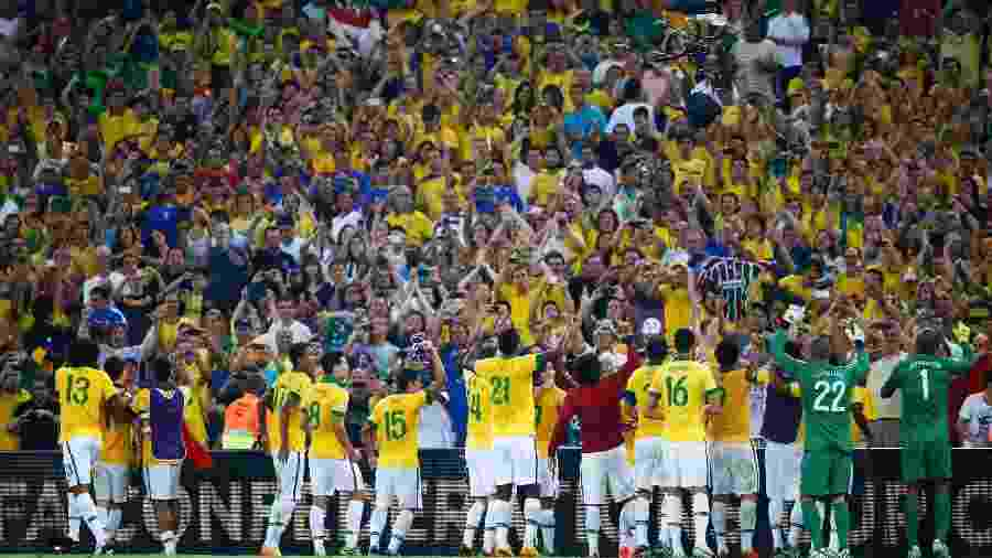 Jogadores da seleção brasileira comemoram título da Copa das Confederações no Maracanã em 2013 - REUTERS/Kai Pfaffenbach